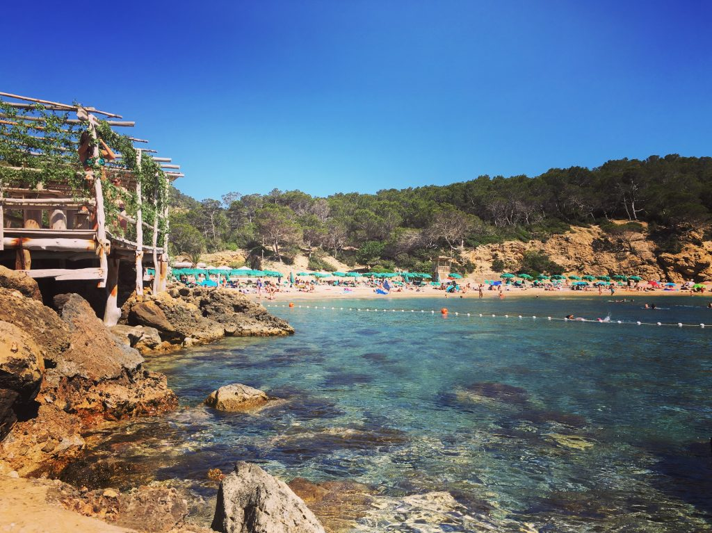 Benirras Ibiza, mooiste stranden van Ibiza, one day retreat ibiza